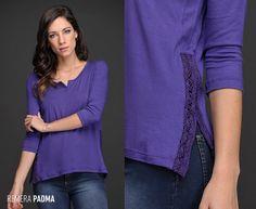 ¿Necesitás renovar tus básicos? La Remera Padma viene en 5 colores y tiene detalles ultra femeninos: escote en U con corte y tajos laterales con puntilla al tono. ¡Transformá tus conjuntos de todos los días!