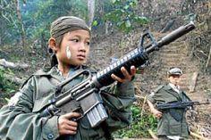 """Una coalición de ONGs consideró hoy """"insuficientes"""" las medidas de Colombia para evitar que grupos guerrilleros usen niños soldados, en un momento en el que las Fuerzas Armadas Revolucionarias de Colombia (FARC) y el Ejército de Liberación Nacional (ELN) intensifican su campaña de reclutamiento. Ver más en: http://www.elpopular.com.ec/49473-grupo-ong-ve-insuficientes-medidas-colombia-para-evitar-reclutamiento-ninos.html?preview=true"""
