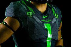 Ohana: A Celebration Of Culture - University of Oregon Athletics Oregon Football, College Football, Football Team, Football Uniforms, University Of Oregon, Football Program, Wide Receiver, Oregon Ducks, Ohana