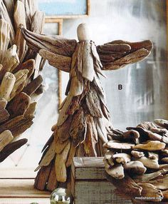 Fill Your Home With Delicate DIY Driftwood Crafts – Useful DIY Projects - Holzarbeiten Driftwood Projects, Driftwood Art, Diy Projects, Driftwood Furniture, Driftwood Table, Shabby Chic Weihnachten, Ocean Home Decor, Christmas Crafts, Christmas Decorations