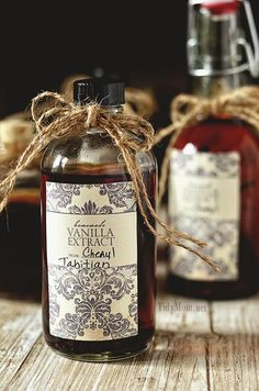 Learn how easy it is to make Homemade Vanilla and free printable label TidyMom.net
