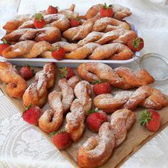Beignets, Shrimp, Sausage, Deserts, Meat, Food, Sausages, Essen, Postres