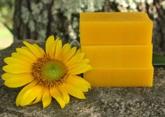 Homemade soap for healing the skin. The color for this sunflower-colored soap comes from palm fruit oil. Handmade Soap Recipes, Soap Making Recipes, Handmade Soaps, Diy Soaps, Homemade Beauty, Diy Beauty, Beauty Ideas, Palm Fruit Oil, Savon Soap