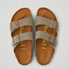 AEO Birkenstock Arizona Sandals ($100) ❤ liked on Polyvore featuring shoes, sandals, grey, grey shoes, grey sandals, american eagle outfitters shoes, gray sandals and gray shoes