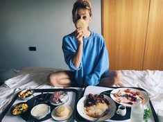 4,211 vind-ik-leuks, 321 reacties - Jenna Joseph (@jennaajoseph) op Instagram: 'My first crumpet was in London, England and now I'm chomping on a second in Wellington, New…'