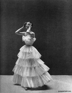 BARBARA MULLEN  VOGUE, 1950  PHOTO BY RICHARD AVEDON