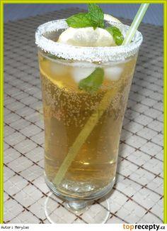 Připravíme si čaj z vroucí vody a 2 sáčků mátového čaje - necháme 10 minut… Pint Glass, Goodies, Beer, Tableware, How To Make, Lemon, Sweet Like Candy, Root Beer, Treats