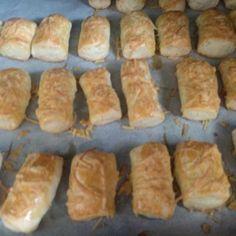 Αλμυρά κουλουράκια (μπατόν σαλέ) συνταγή από Foyla Doda - Cookpad Hot Dog Buns, Hot Dogs, Bread, Food, Brot, Essen, Baking, Meals, Breads