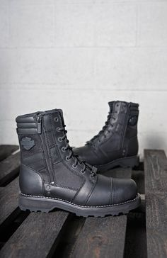 9205afdcaf769f The Harley-Davidson Footwear Boxbury boots feature water-