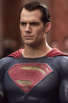 But first of all, a major spoiler alert for Batman v Superman: Dawn of Justice. OK, so Superman dies. Henry Cavill Superman, Batman Vs Superman, Arte Do Superman, Superman Man Of Steel, Superman Images, Supergirl Superman, Batman Poster, Superhero Poster, Dc Comics Heroes