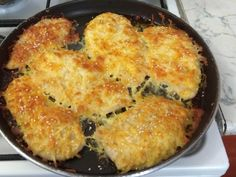 Csirkemell sajtbundában recept lépés 2 foto Macaroni And Cheese, Dishes, Drink, Chicken, Ethnic Recipes, Food, Mac And Cheese, Beverage, Tablewares