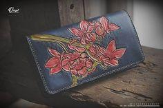 Flower hand tooled/ carved wallet Vegetable Tanned Leather, 10 Days, Hand Tools, Tan Leather, Hand Carved, Carving, Hands, Wallet, Luxury