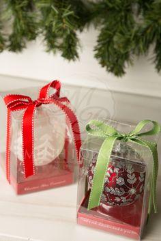 Χριστουγεννιάτικες μπομπονιέρες βάπτισης για αγόρι και κορίτσι γυάλινες μπάλες σε κουτί. Christmas favor glass ornament ball in a box. #christmasfavors #christmasbaptism #christmasgifts #christmaswedding Christmas Favors, Christmas Ideas, Gift Wrapping, Gifts, Weddings, Gift Wrapping Paper, Presents, Wrapping Gifts, Wedding