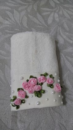 Wonderful Ribbon Embroidery Flowers by Hand Ideas. Enchanting Ribbon Embroidery Flowers by Hand Ideas. Rose Embroidery, Silk Ribbon Embroidery, Hand Embroidery Patterns, Embroidery Stitches, Band Kunst, Decorative Hand Towels, Towel Crafts, Embroidered Towels, Ribbon Art