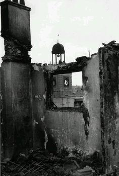 """Puerta del Sol tras un bombardero de las tropas """"nacionales"""" 1937."""