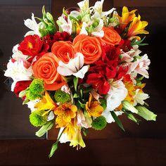 Bouquet com Rosas, Lisianthus e Alstromelias. #adoravelsurpresa #presente #flores #flowers #bouquet #flowershop #gift