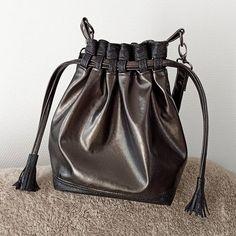COUSU BY NATH sur Instagram: Voici mon nouveau sac ! . Modèle : Calypso de Sacôtin. . J'aime beaucoup ce sac seau que j'ai déjà réalisé à plusieurs reprises. Il est à…