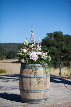 Rustic Wedding Welcome, i need to find some of these.