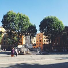 Morning in the piazza #testaccio by anamericaninrome