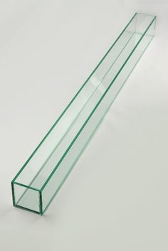 LOVE long linear clean lines for the centerpieces with candles and color from the linens Rectangle Glass Vase, Colored Glass Vases, Tall Glass Vases, Glass Planter, Tall Vase Centerpieces, Cheap Candle Holders, Cheap Vases, Wedding Vases, Arte Floral