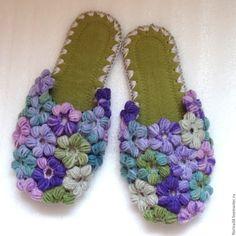 Lovely indoor shoes | Купить Тапочки-шлепки Клумба Сиренево-зеленая - тапочки, тапочки домашние, Тапочки ручной работы