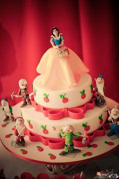 Snow White Theme: The Cake