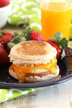Get a jump on your morning routine with a quick and easy breakfast. Healthier and better than any drive-thru! | @suburbansoapbox Healthy Oatmeal Breakfast, Frozen Breakfast, Healthy Breakfast Smoothies, Diet Breakfast, Breakfast Quesadilla, Breakfast Burritos, Breakfast Casserole, Picnic Foods, Frozen Meals