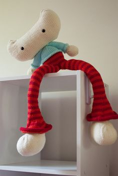 Silas Softie by Carey Huffman - Knit your own super cute kitty softie with this pattern from Ravelry