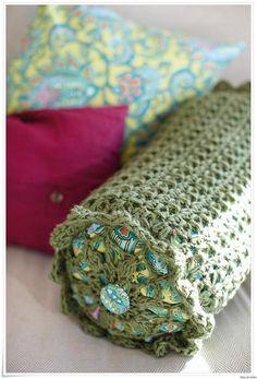 Crochet pillow cover - Rowan Inspiracion  ༺✿Teresa Restegui http://www.pinterest.com/teretegui/✿༻