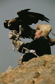 the bond some people achieve with animals as they work together. Kazakh people living in Mongolia near Bayan-Olgii use golden eagles to hunt wild sheep, foxes and wolves. We Are The World, People Around The World, Wonders Of The World, Cultures Du Monde, World Cultures, Mongolia, Beautiful Birds, Beautiful World, Foto Art