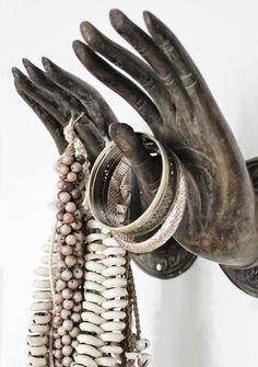 Theia Innenraum - home accessories - Dekor Labor Hand Mudras, Love Warriors, Bohemian Living, Estilo Boho, Jewellery Display, Jewellery Holder, Boho Jewellery, Jewelery, Jewelry Organization