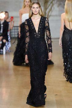 [Less revealing neckline] Oscar de la Renta Spring 2017 Ready-to-Wear Fashion Show