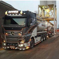 Mercedes Benz Commercial, Commercial Vehicle, Show Trucks, Big Rig Trucks, Mb Truck, Mercedes Benz Trucks, Truck Paint, Road Train, Truck Design