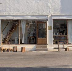 Cafe Shop Design, Cafe Interior Design, Store Design, Korean Cafe, Coffee Shop Aesthetic, Small Coffee Shop, Café Restaurant, Cafe Concept, Minimalist Room