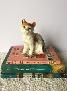 Sweet Kitty Cat Porcelain Ceramic Figurine -  Mid Century, Vintage, Home Decor, Collectibles