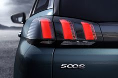 Les feux à 3 griffes signent la nouvelle marque de fabrique de Peugeot.