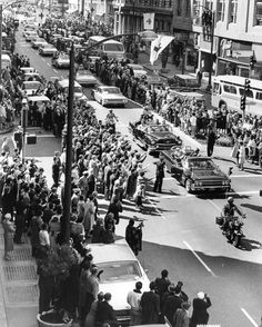 Crowds welcome the President traveling by motorcade to the University of Berkeley through Oakland on Broadway (March 23, 1962) The President arrived at the Alameda Naval Air Station where he was greeted by Governor Edmund Brown. From there the motorcade traveled Atlantic Avenue to Webster Street through the Posey Tube into Oakland. (Buck Joseph / Oakland Tribune)