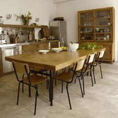 A table on pinterest chairs cuisine and dining rooms - Deco cuisine ancienne campagne ...