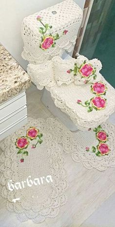 set of 4 pieces for bathroom wool hook handmade carpet decoration Crochet Bra, Crochet Towel, Crochet Bunny, Crochet Purses, Crochet Doilies, Crochet Flowers, Irish Crochet Patterns, Crochet Purse Patterns, Crochet Designs