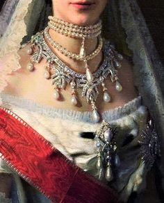 Maria Feodorovna diamond and pearl necklace with bow motif. Maria Feodorovna diamond and pearl neckl Royal Jewelry, Pearl Jewelry, Pearl Rings, Pearl Bracelets, Choker Jewelry, Pearl Necklaces, Geek Jewelry, Cross Jewelry, Ankle Bracelets