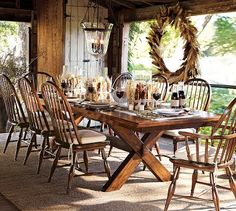 So rustic and yet so beautiful. If only we all had tables like this.
