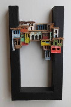 Eric Cremers - slum connection These little sculptures are so clever. Love this suspended composition for big hotel Wooden Art, Wood Wall Art, Shadow Box Kunst, Slums, Driftwood Art, Mosaic Art, Clay Art, Ceramic Art, Home Art