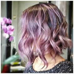 """ B L O S S O M created these beautiful shades of mauve & blush using @Schwarzkopfusa! At the base I used the #Schwarzkopf #Metallics 4-29, 0-99 Ends:…"""
