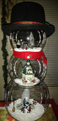 Easy DIY Christmas Fishbowls A fishbowl may not promptly ring a bell when you're arranging your next focal point, but perhaps it should. Christmas Snowman, Winter Christmas, All Things Christmas, Christmas Holidays, Christmas Ornaments, Snowman Crafts, Christmas Projects, Holiday Crafts, Holiday Fun