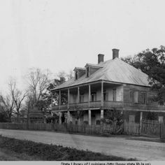 Labatut plantation home in Pointe Coupee Parish Louisiana in the 1930s :: State Library of Louisiana Historic Photograph Collection