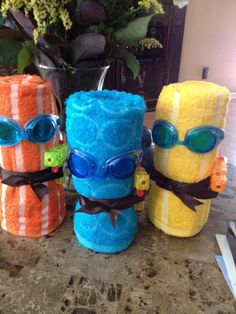 """Pool party : Loot ideas : If there are only a few kids, make them """"towel minions"""" by turning towels into little guys using goggles and water guns : by regaletes. Cute idea for a pool party! Pool Party Favors, Pool Party Kids, Kid Pool, Luau Party, Pool Party Decorations, Teen Pool Parties, Swimming Party Ideas, Farm Party, Splash Party"""