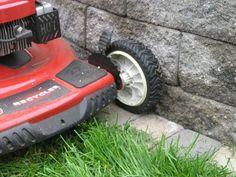 A single course of edging makes maintenance around retaining walls easy! Edging: Willow Creek Cobblestone 3/4 stone, Lakeshore Blend #GardenEdging