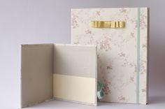 Álbum e porta CD. Tecido floral 100% algodão, miolo em papel vergê.