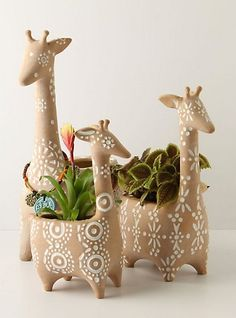 Giraffe planter from anthropologie. These remind me of a . Diese erinnern mich ein bisschen an David St… Giraffe planter from anthropologie. These remind me a little of David Stewart Lion … # - Ceramics Projects, Clay Projects, Clay Crafts, Wood Crafts, Ceramics Ideas, Ceramic Animals, Clay Animals, Ceramic Clay, Ceramic Pottery