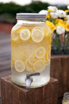 lemon water in mason jar drink dispenser Summer Of Love, Summer Fun, Summer Time, Summer Days, Summer Picnic, Summer Fresh, Spring Water, Spring Summer, Think Food